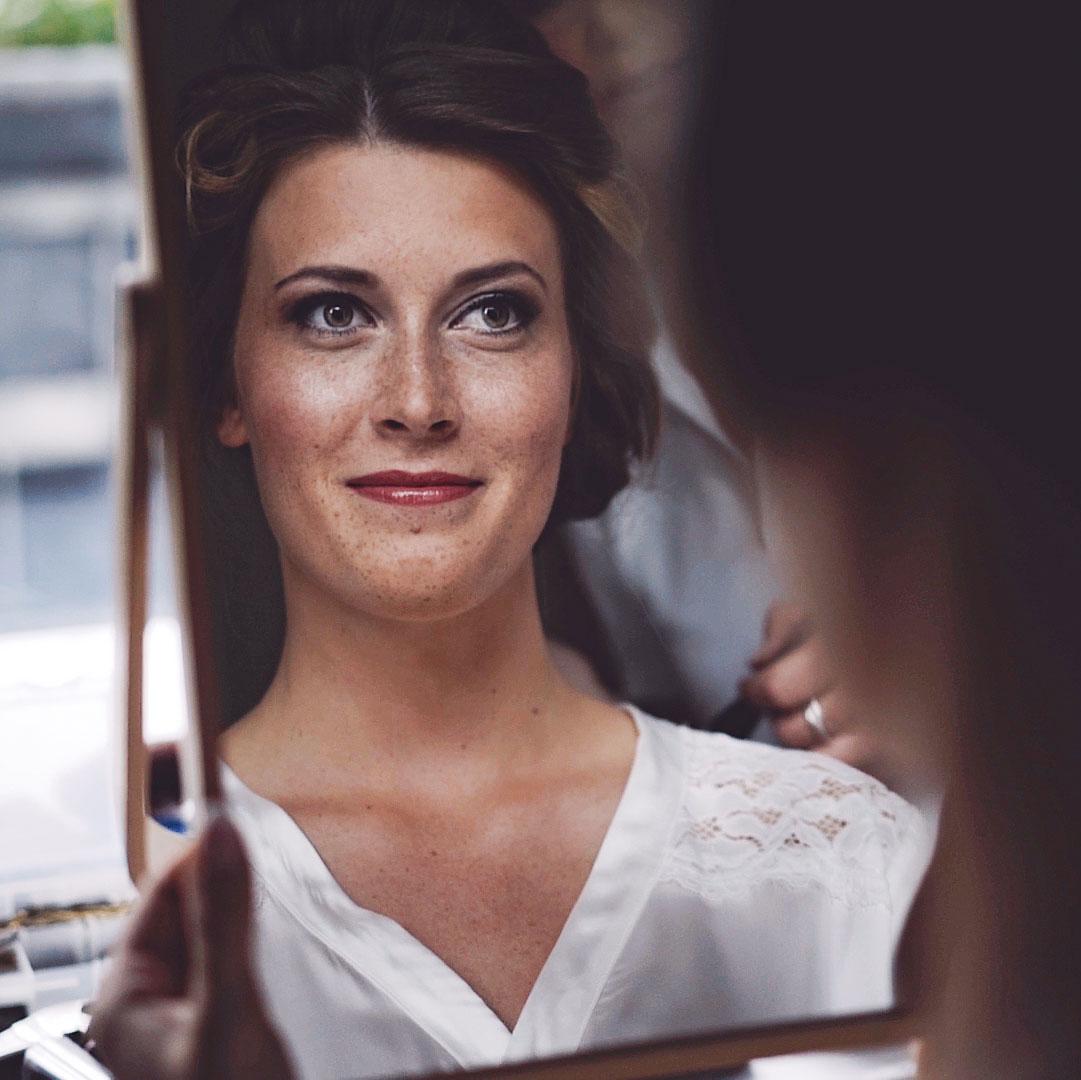 Lasse deiner Frisur und Schminke dein Hochzeitsvideo nicht ruinieren